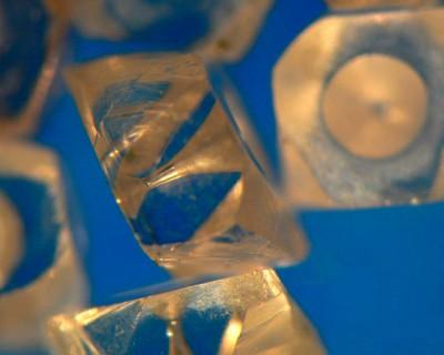 Naturdiamant mit Ziehprofilbohrung