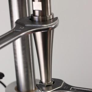 Einfaches Nadelwechsel mit 2 Schraubschlüssel